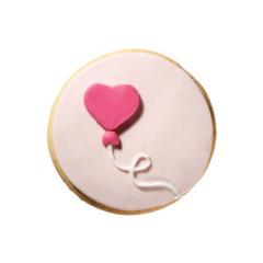Στρόγγυλο μπισκότο ζαχαρόπαστας με σχέδιο καρδούλα μπαλόνι