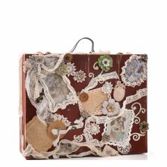 Ξύλινη βαλίτσα vintage καφέ με χειροποίητη διακόσμηση