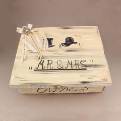 Κουτί ευχών γάμου ξύλινος με επιγραφή Mr&Mrs