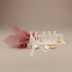 Μπομπονιέρα γάμου ξύλινο διακοσμητικό Mr&Mrs