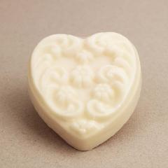 Χειροποίητο σαπουνάκι καρδιά με φλοράλ ανάγλυφο