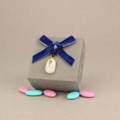 Μπομπονιέρα βάπτισης βελούδινο κουτάκι με κρεμαστό παπουτσάκι