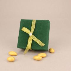 Μπομπονιέρα γάμου βελούδινο κουτάκι σε πράσινο χρώμα