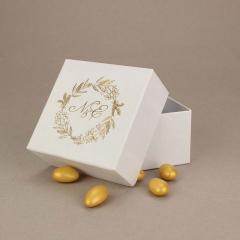 Μπομπονιέρα γάμου χάρτινο κουτί με χρυσά μονογράμματα
