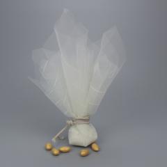 Μπομπονιέρα γάμου τούλι με ραφή και κορδόνι