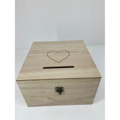 Ξύλινo κουτί ευχών σε φυσικό χρώμα με καρδιά