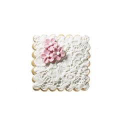 Μπισκότο γάμου τετράγωνο με δαντέλα και λουλουδάκι