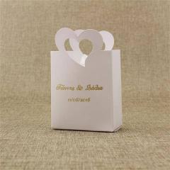 Μπομπονιέρα γάμου χάρτινο τσαντάκι με καρδιά