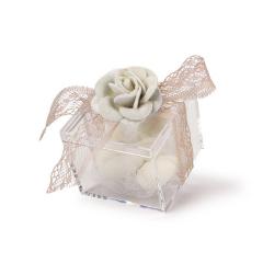 Μπομπομπονιέρα γάμου κουτάκι με λευκό λουλούδι