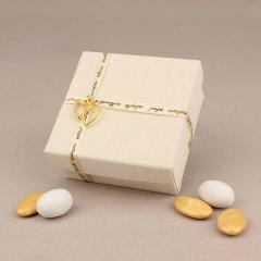 Μπομπονιέρα γάμου χάρτινο κουτάκι με επένδυση από λινό